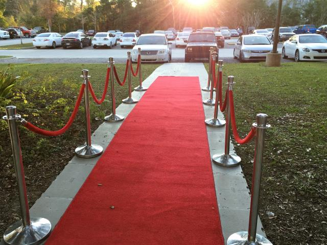 Where to find RED CARPET 25 X 4 FT in Covington